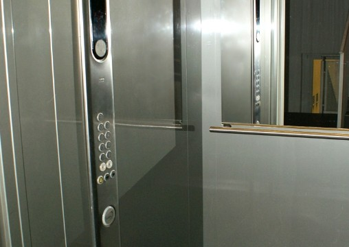 06. Fahrstuhl
