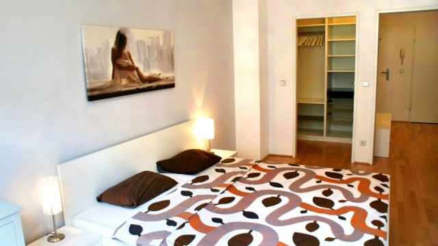 15. Schlafzimmer & begehbare Garderobe