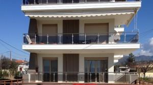 Квартира в 65 кв. м. на первой линии пляжа в Паралия Офринио, Греция