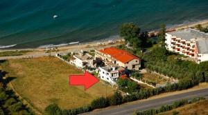 Вилла в 130 кв.м. в 20 метрах от моря на пляже Карьяни, Греция