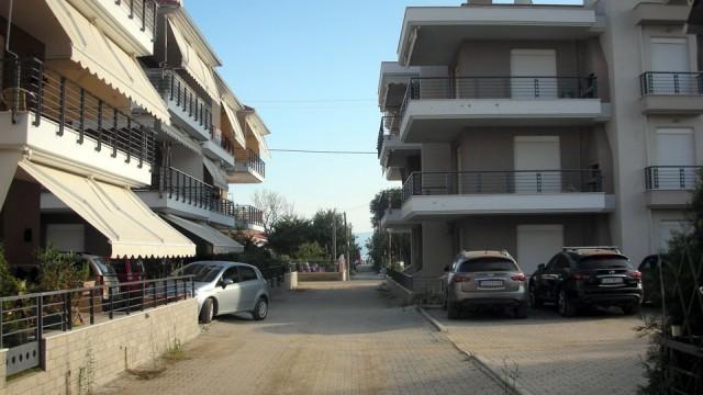Otlichnaya-kvartira-56-kv-m-tsentеr-Paraliya-Ofriniou-11