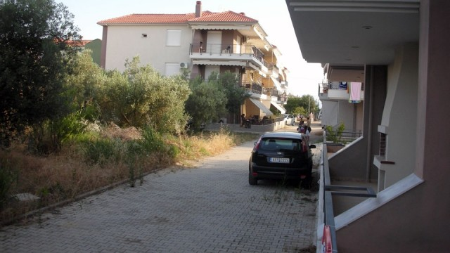 Otlichnaya-kvartira-56-kv-m-tsentеr-Paraliya-Ofriniou-12