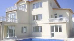 Трехэтажный особняк на курорте Албена в городе Балчик, Болгария