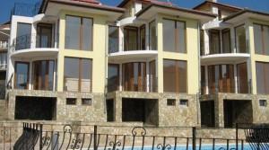 Трехэтажный таунхаус в закрытом комплексе в селе Рогачево, Болгария